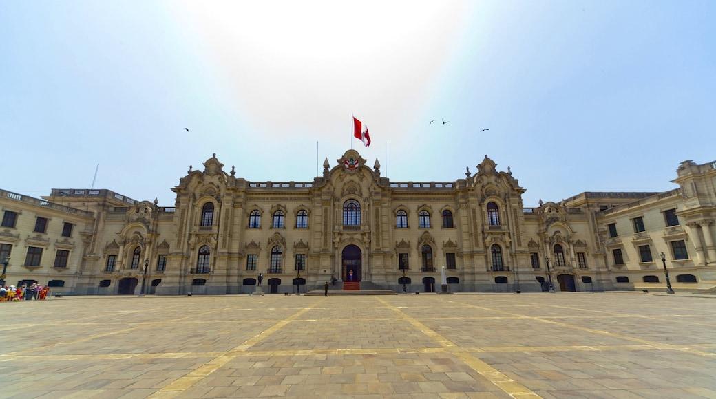 Palácio do Governo que inclui um pequeno castelo ou palácio, uma praça ou plaza e um edifício administrativo