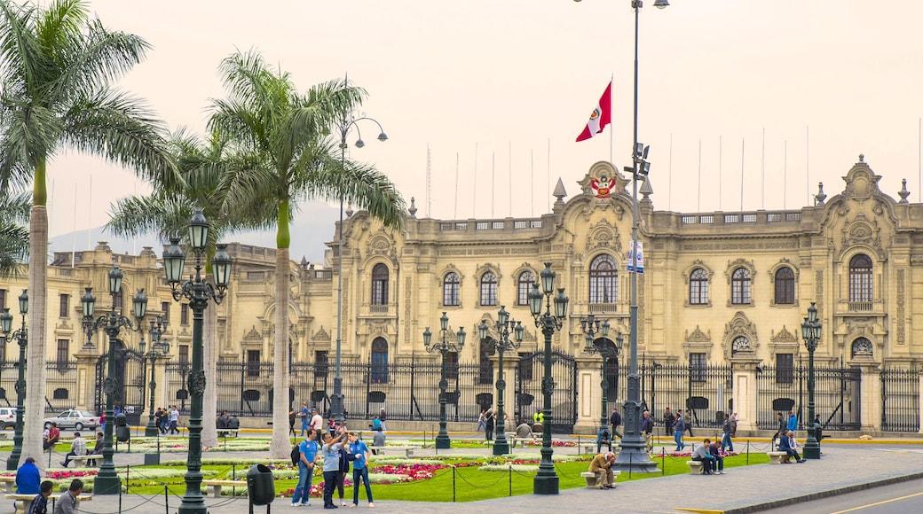 Palácio do Governo caracterizando um castelo, elementos de patrimônio e um edifício administrativo