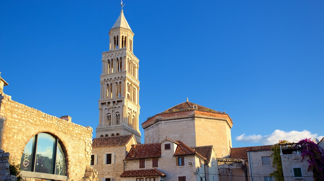 Diocletian\'s Palace showing heritage elements