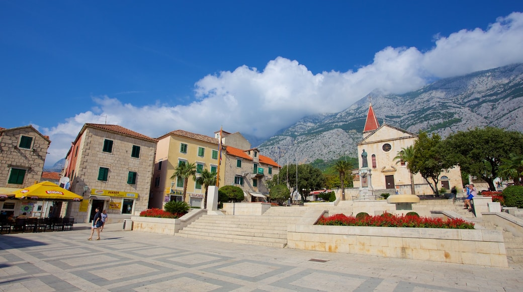 Makarska featuring a square or plaza