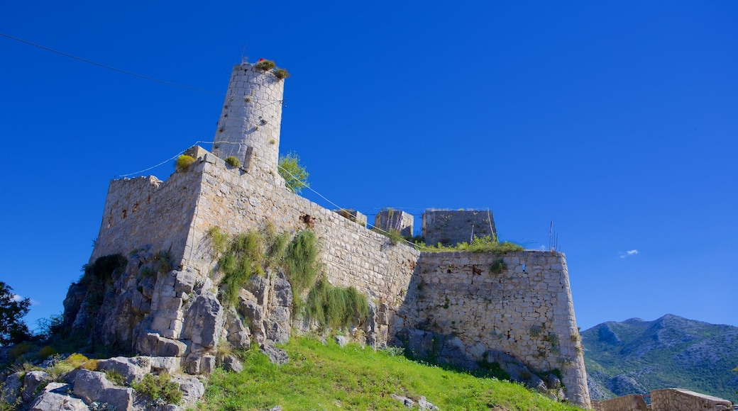 Klis Fortress featuring building ruins and heritage elements