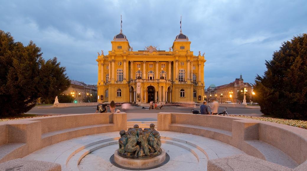 Teatro Nacional Croata mostrando escenas de teatro, escenas nocturnas y arquitectura patrimonial