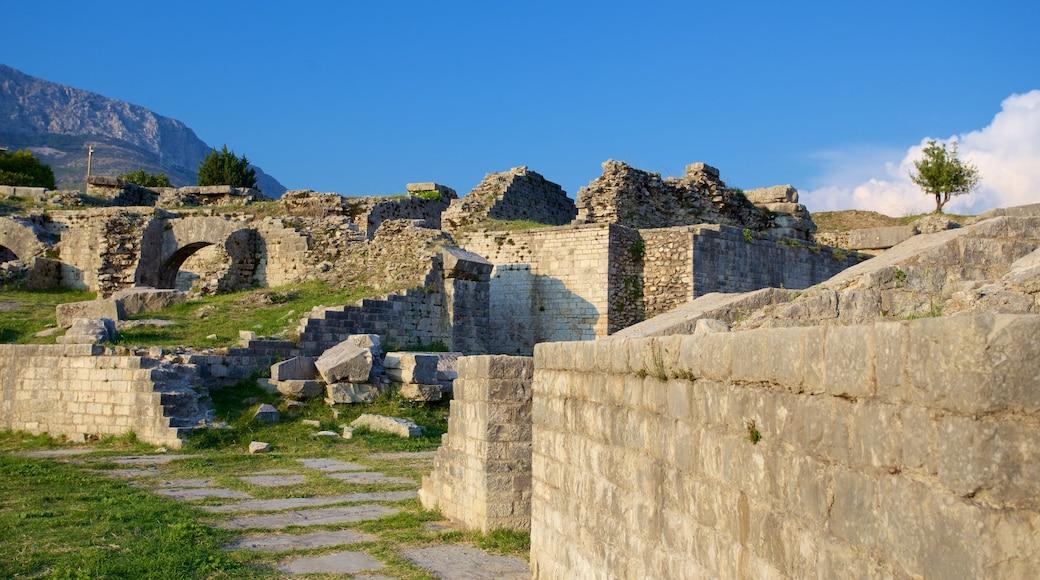 Ruines de Salone montrant bâtiments en ruines