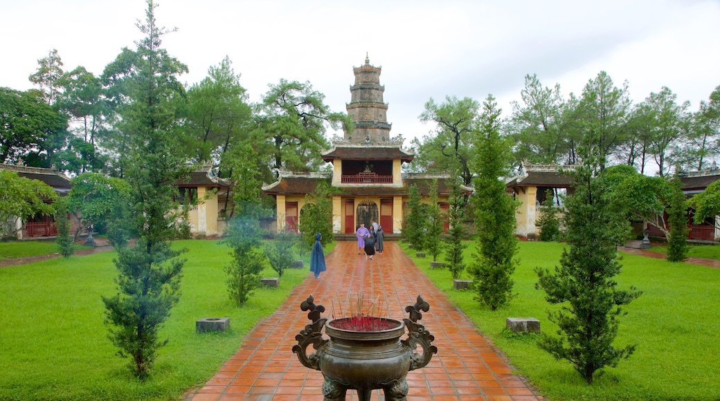 Thien Mu Pagoda which includes religious elements, a temple or place of worship and heritage architecture