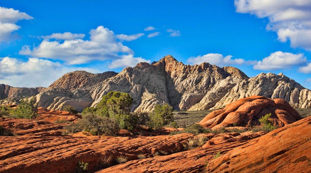 St. George welches beinhaltet Landschaften, Berge und Wüstenblick