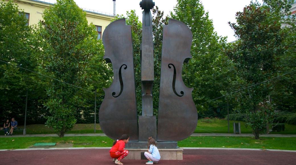 Bucarest che include giardino, musica e monumento