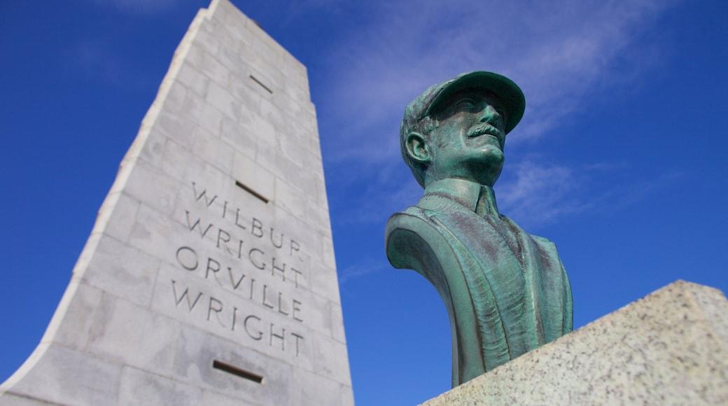 Wright Brothers National Memorial mostrando uma estátua ou escultura