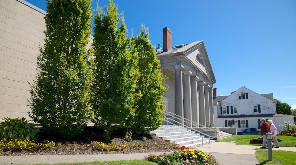 Pilgrim Hall Museum ofreciendo flores