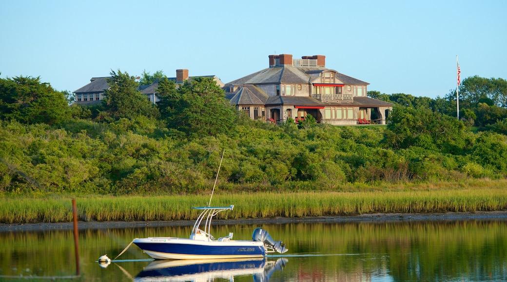 Chatham caracterizando canoagem e uma casa