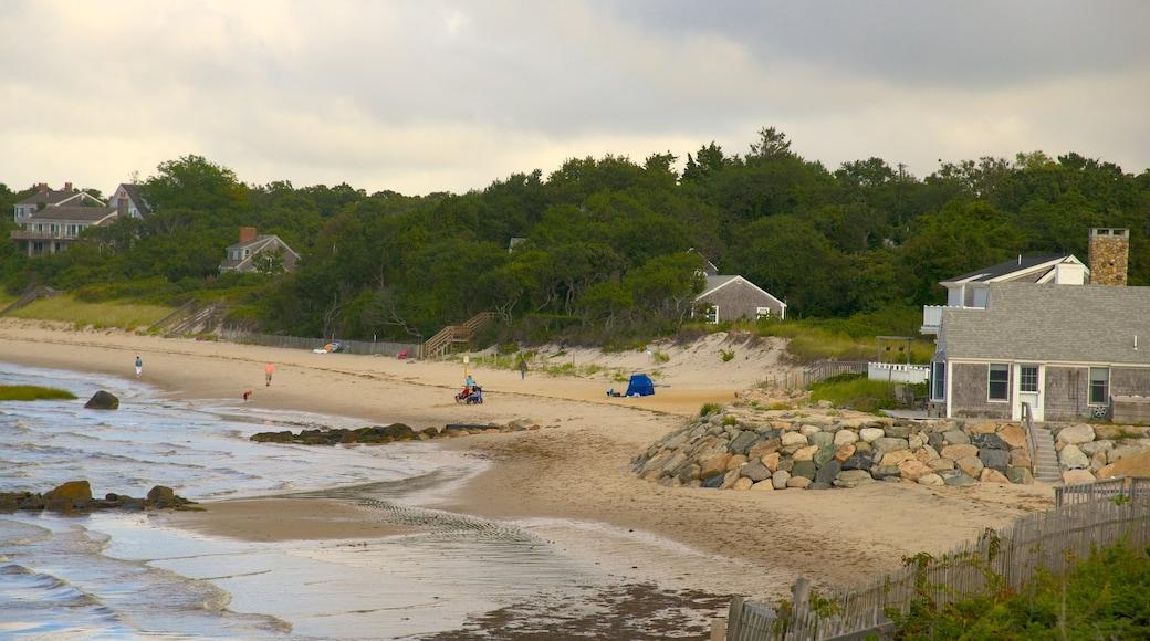 Breakwater Beach showing a beach