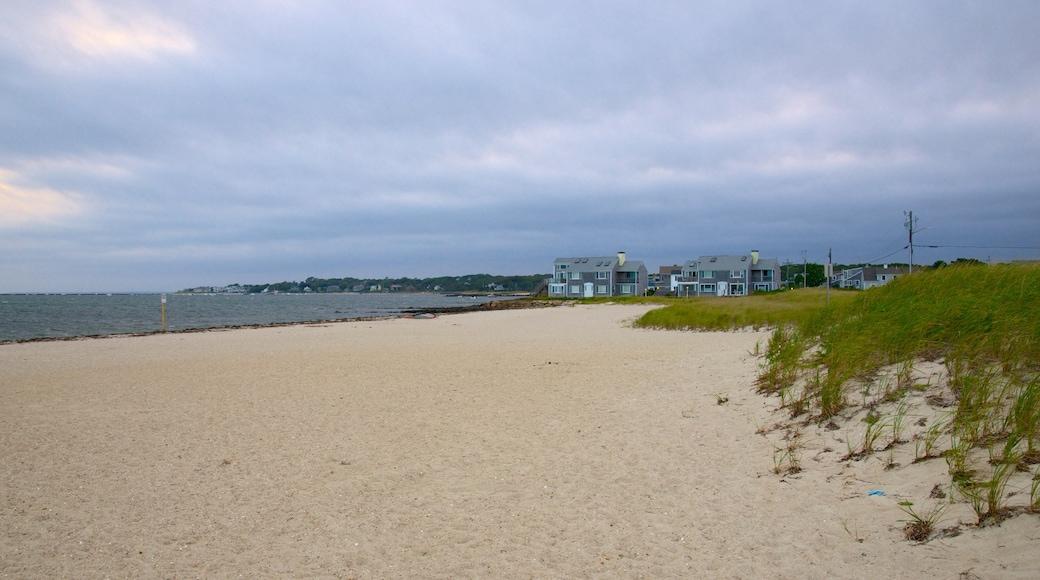Kalmus Beach caracterizando uma cidade litorânea e uma praia de areia