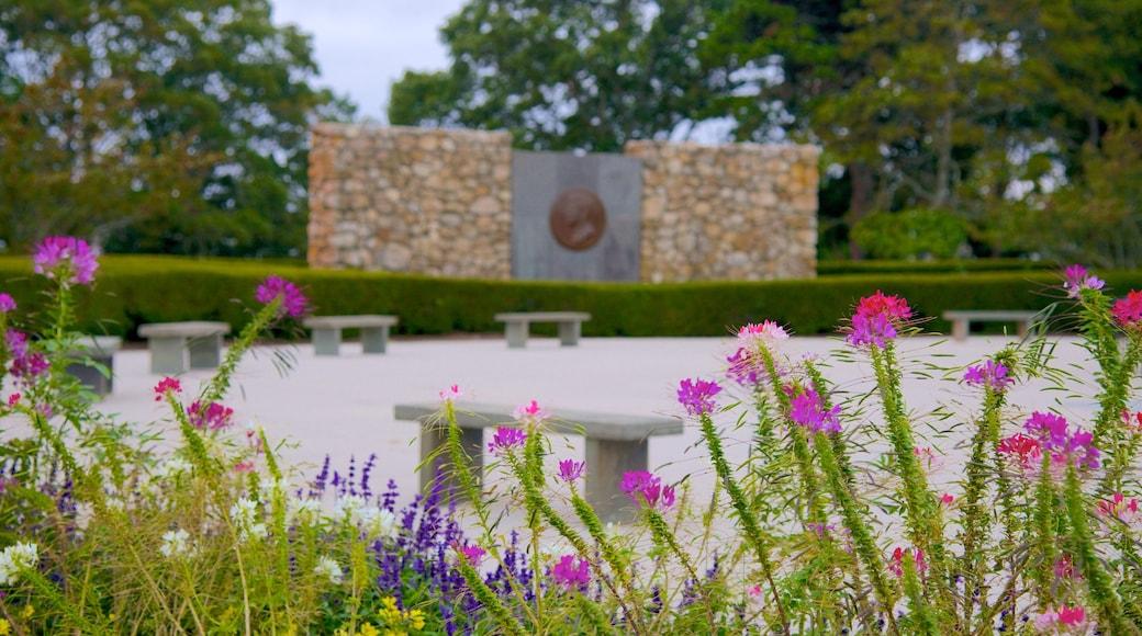 John F. Kennedy Memorial que inclui flores
