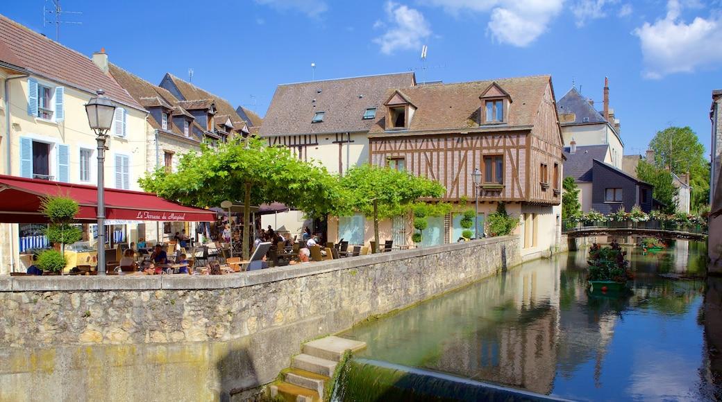 Montargis mettant en vedette rivière ou ruisseau, sortie au restaurant et pont