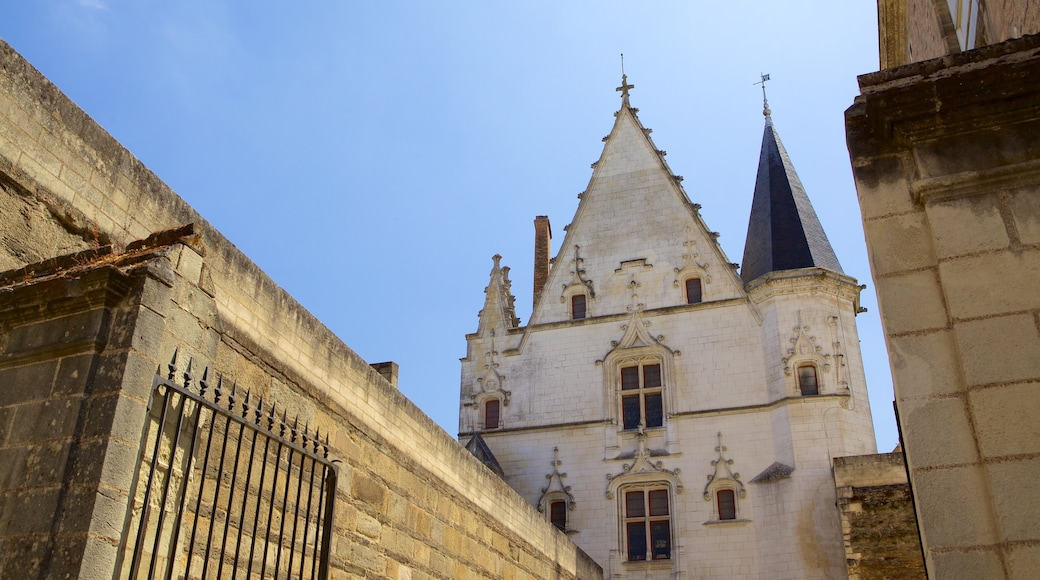 Nantes featuring heritage elements and heritage architecture