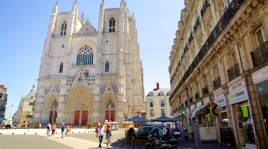 Nantes featuring heritage elements, a church or cathedral and heritage architecture