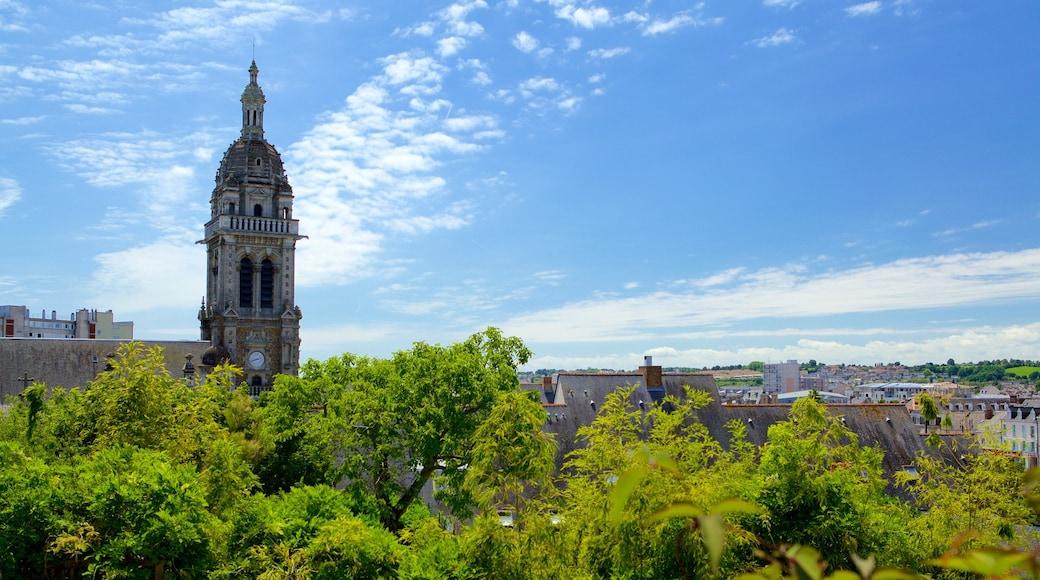 Le Mans qui includes ville, patrimoine architectural et bâtiment public