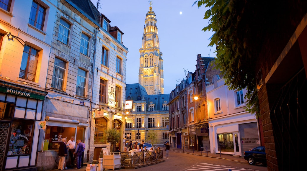 Arras qui includes scènes de rue, patrimoine historique et scènes de nuit