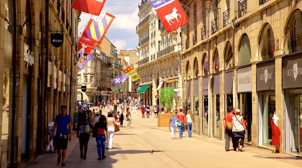 Dijon johon kuuluu perintökohteet ja katunäkymät sekä pieni ryhmä ihmisiä