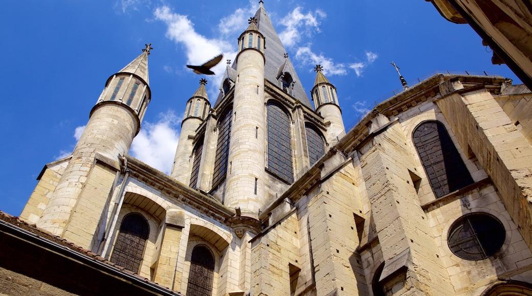 Notre Damen kirkko featuring kirkko tai katedraali ja perintökohteet