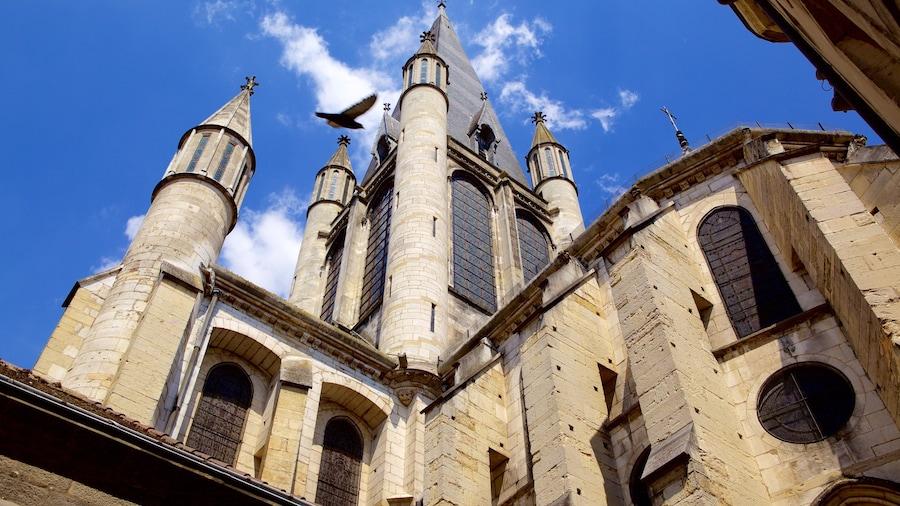 Église Notre Dame qui includes patrimoine historique et église ou cathédrale