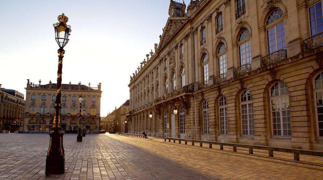 Hôtel de Ville von Nancy das einen Sonnenuntergang, Platz oder Plaza und Geschichtliches