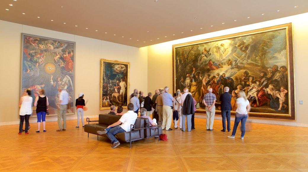 Musée des Beaux-Arts sowie kleine Menschengruppe
