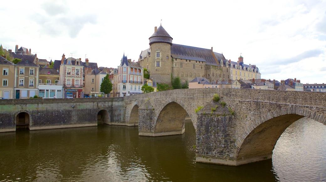 Laval qui includes pont et rivière ou ruisseau