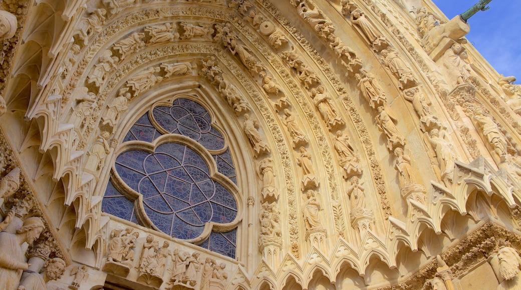 Kathedrale von Reims welches beinhaltet historische Architektur, Geschichtliches und Kirche oder Kathedrale