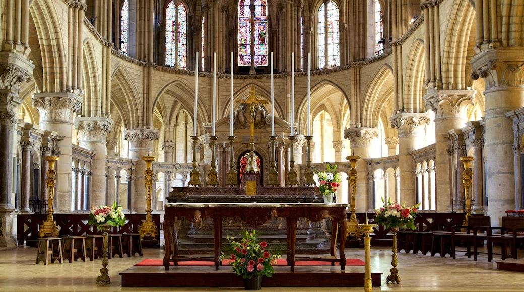 聖雷米大教堂 呈现出 教堂或大教堂, 傳統元素 和 內部景觀