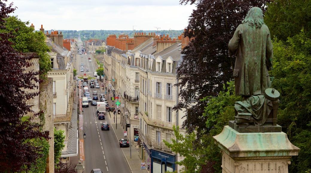 Blois montrant ville et statue ou sculpture