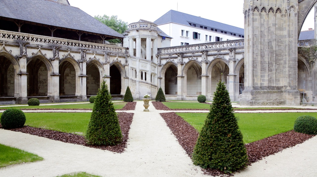 Tours Cathedral which includes a garden, heritage elements and heritage architecture