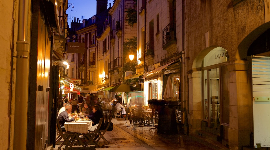 Tours which includes outdoor eating and dining out