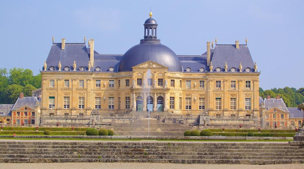 Melun qui includes patrimoine architectural, château ou palais et patrimoine historique