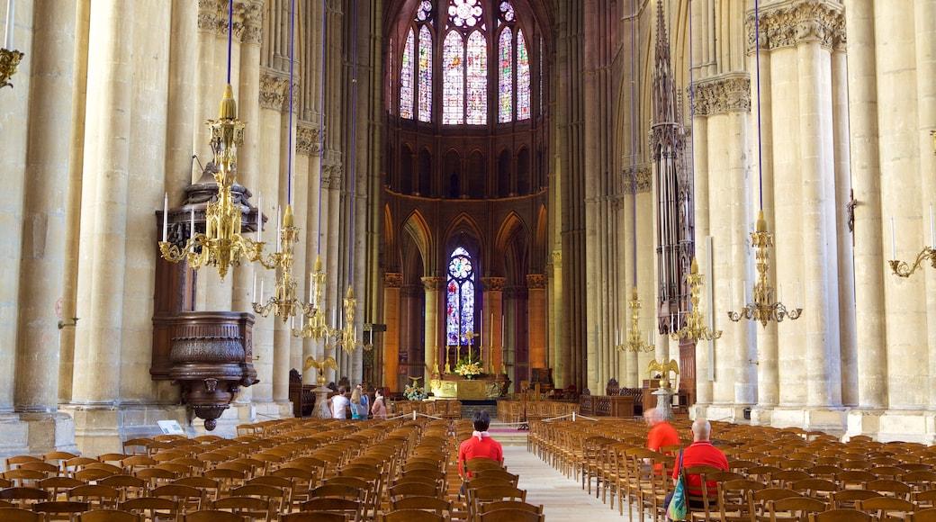 Reims Cathedral 呈现出 教堂或大教堂, 傳統元素 和 內部景觀