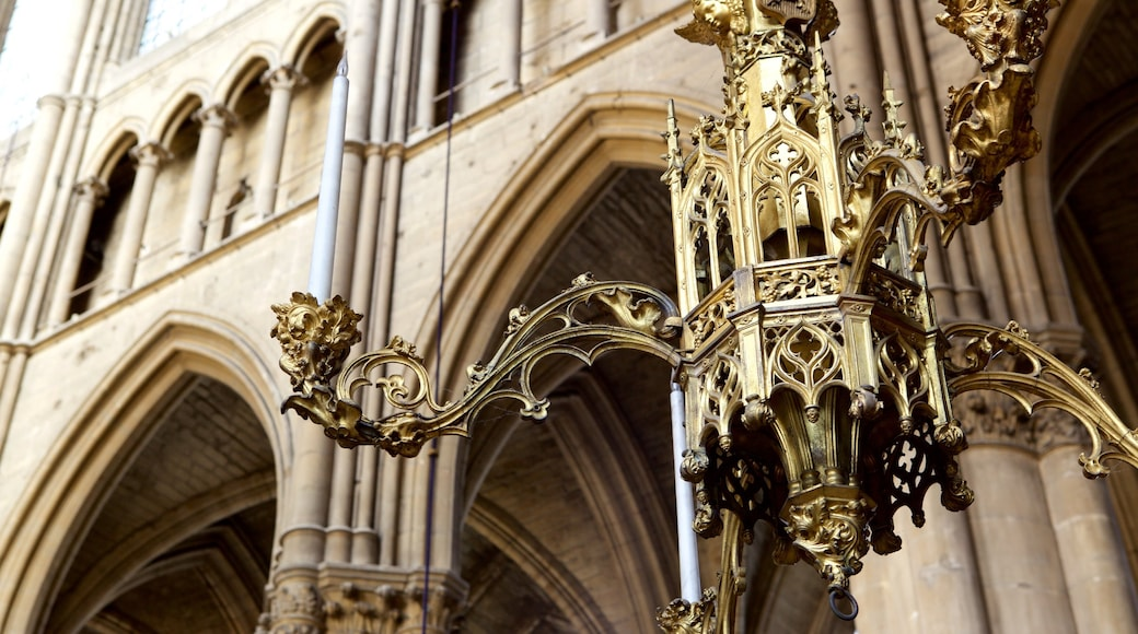 Reims Cathedral 其中包括 教堂或大教堂