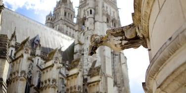 Catedral de Tours mostrando arquitectura patrimonial y elementos patrimoniales
