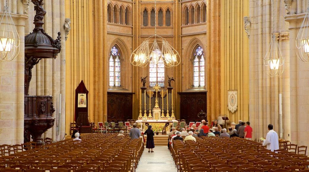 Cathédrale de Dijon qui includes patrimoine historique, église ou cathédrale et vues intérieures