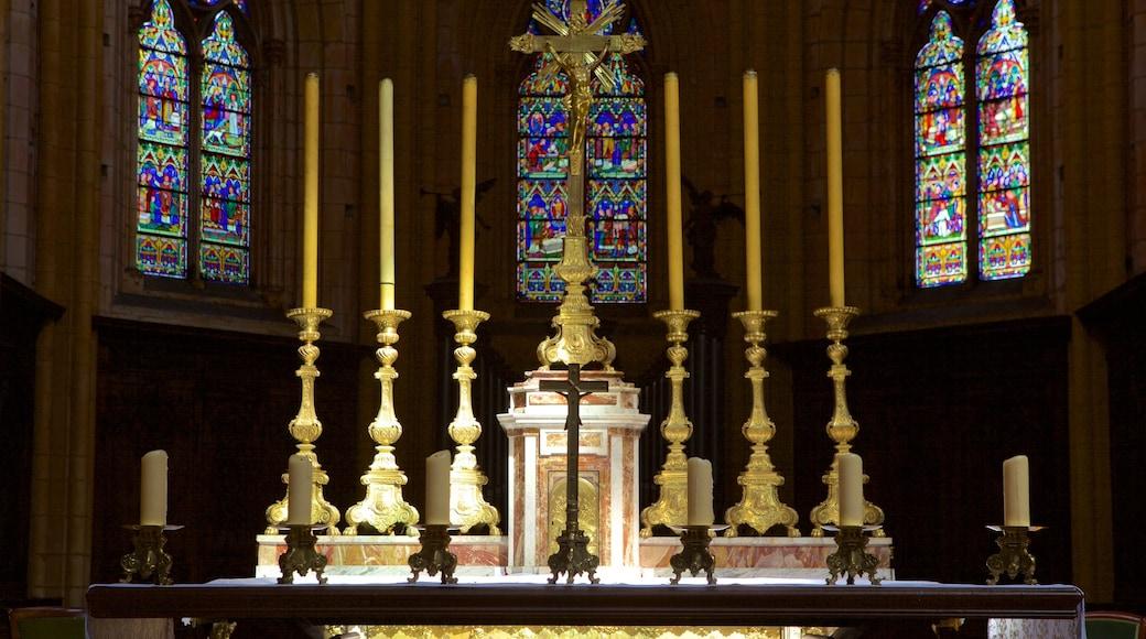 Cathédrale de Dijon mettant en vedette éléments religieux