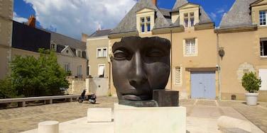 Musée des Beaux-arts montrant statue ou sculpture