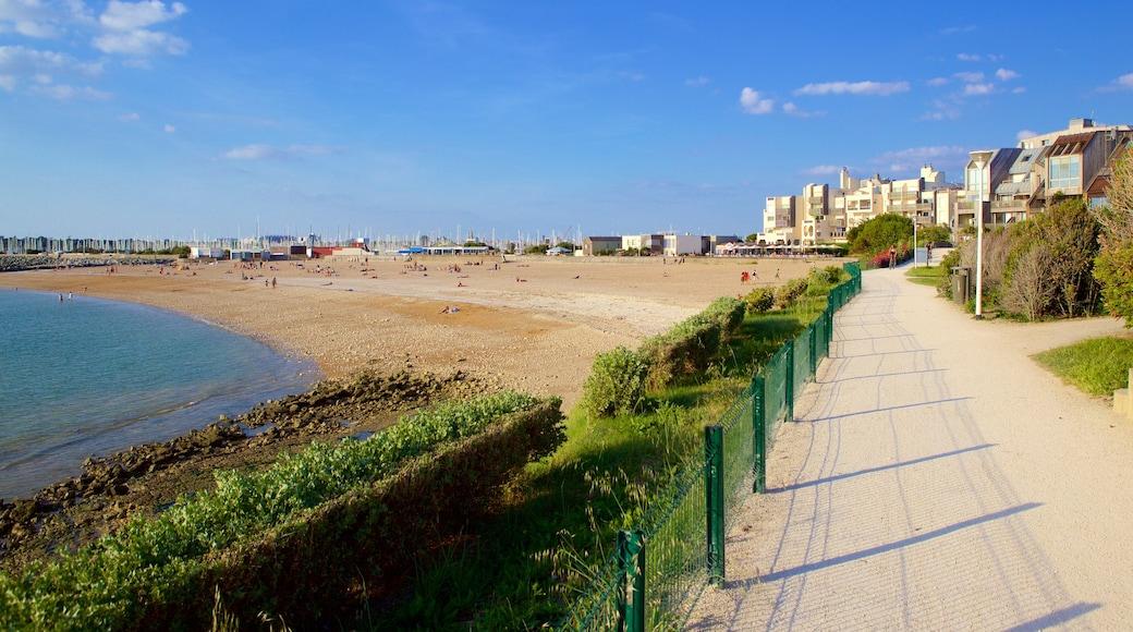 Minimes Beach which includes a beach