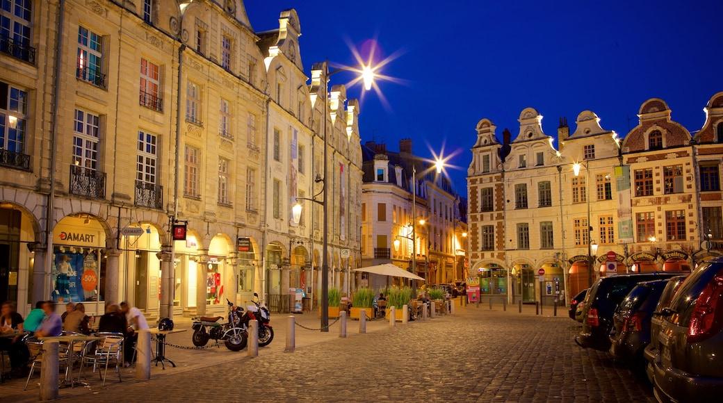 Place des Heros inclusief nachtleven, historische architectuur en historisch erfgoed