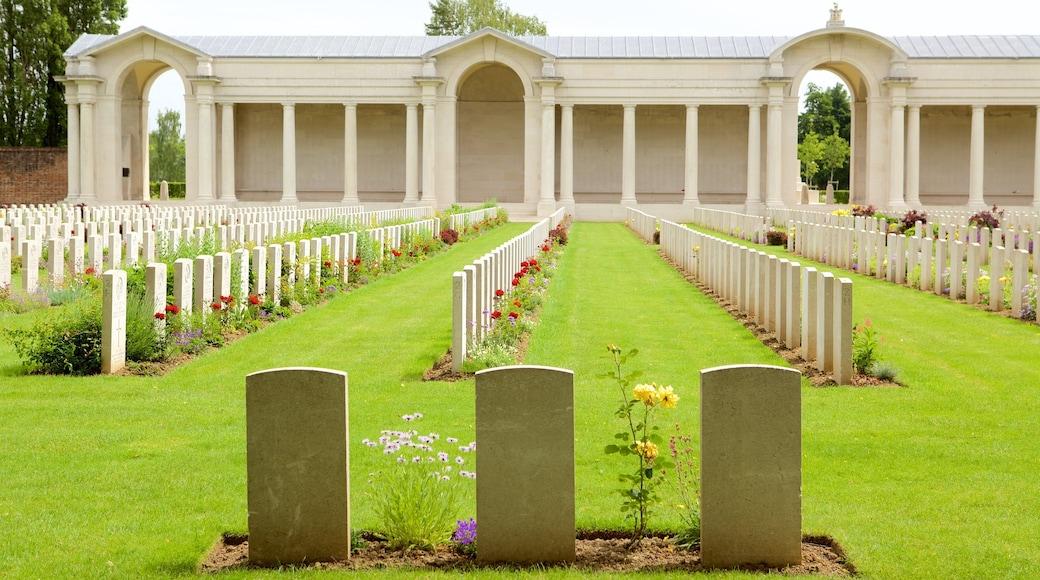 Cimetière de guerre d\'Arras montrant cimetière