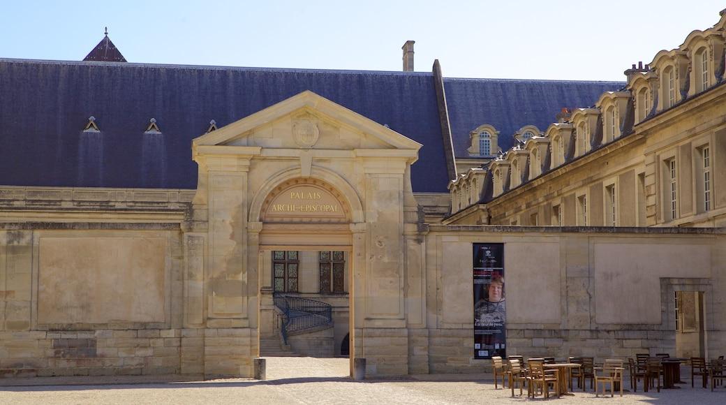 塔烏宮 呈现出 城堡或宮殿 和 傳統元素