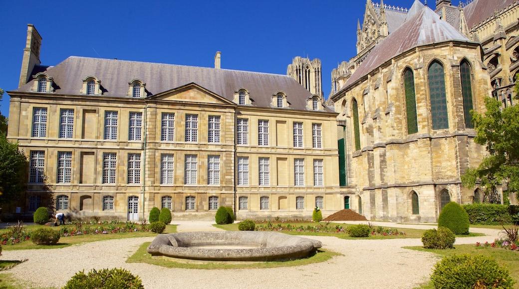 塔烏宮 设有 公園, 傳統元素 和 城堡或宮殿