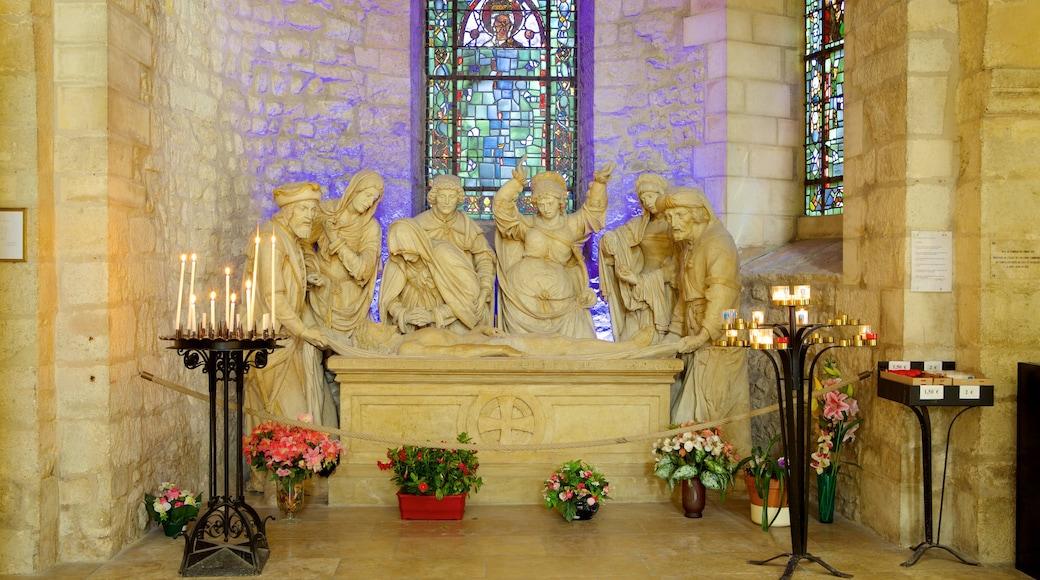 聖雷米大教堂 呈现出 內部景觀 和 教堂或大教堂
