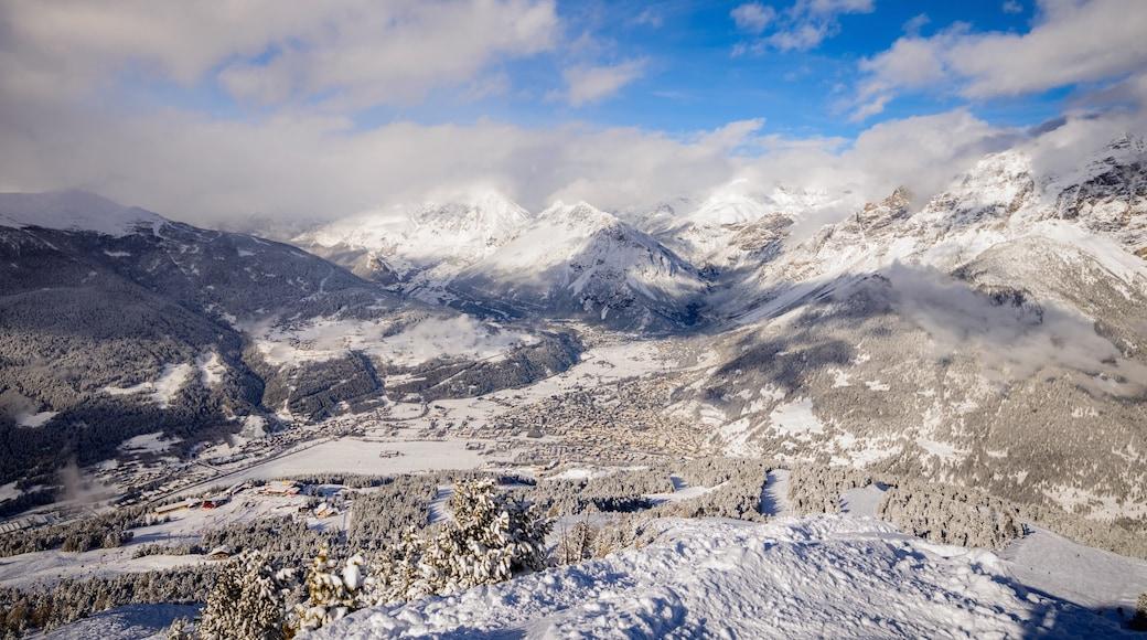 Bormio som viser snø og fjell