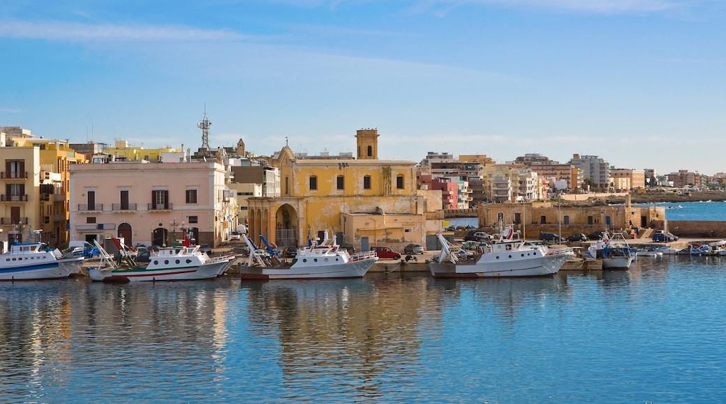 Gallipoli mit einem Küstenort und Bootfahren