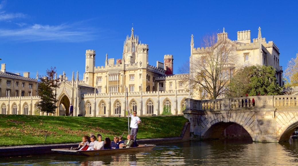 Cambridge welches beinhaltet Fluss oder Bach, historische Architektur und Geschichtliches