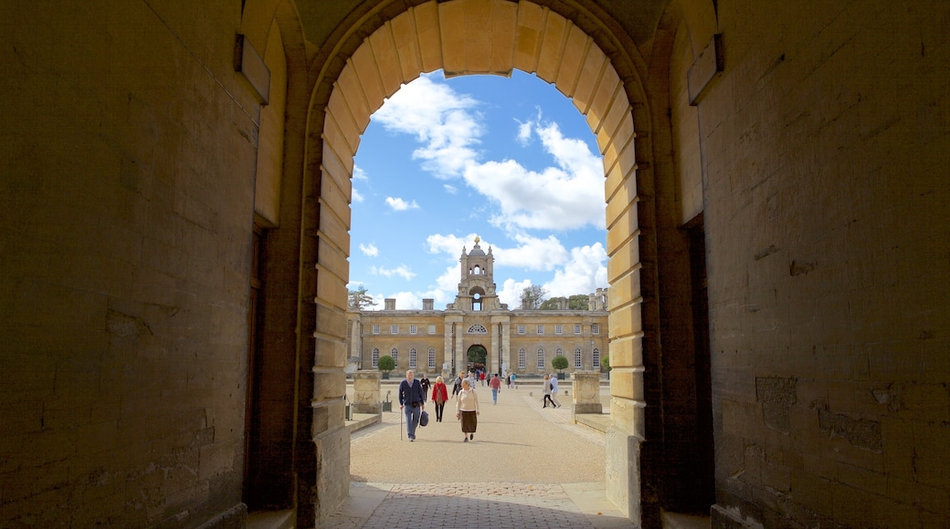 Blenheim Palace showing a square or plaza
