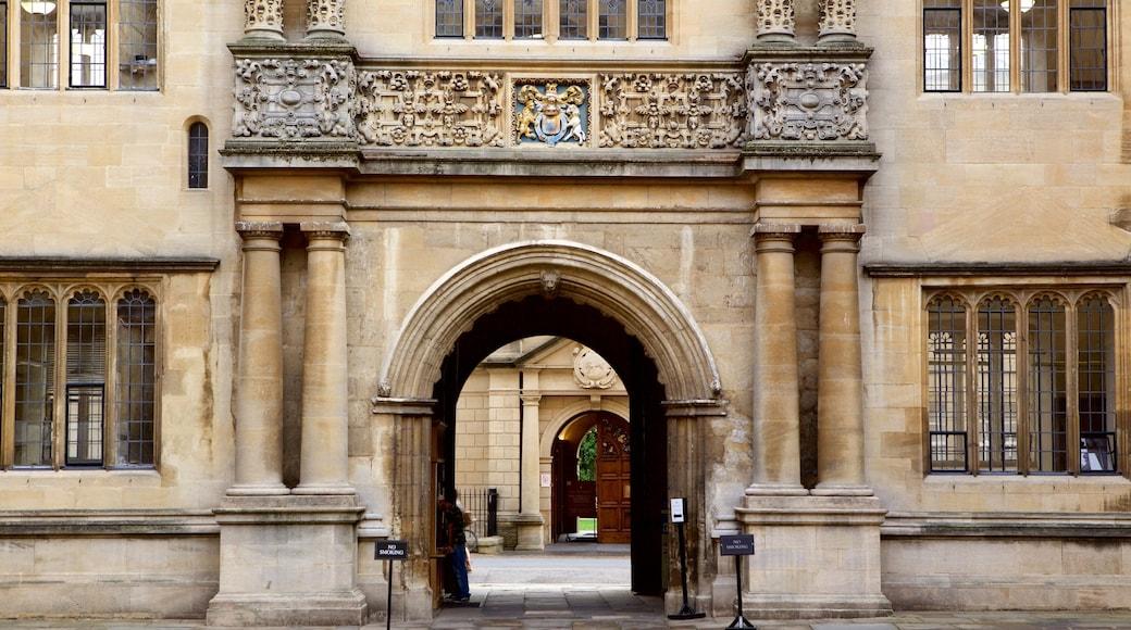 Bodleian Library che include oggetti d\'epoca e architettura d\'epoca
